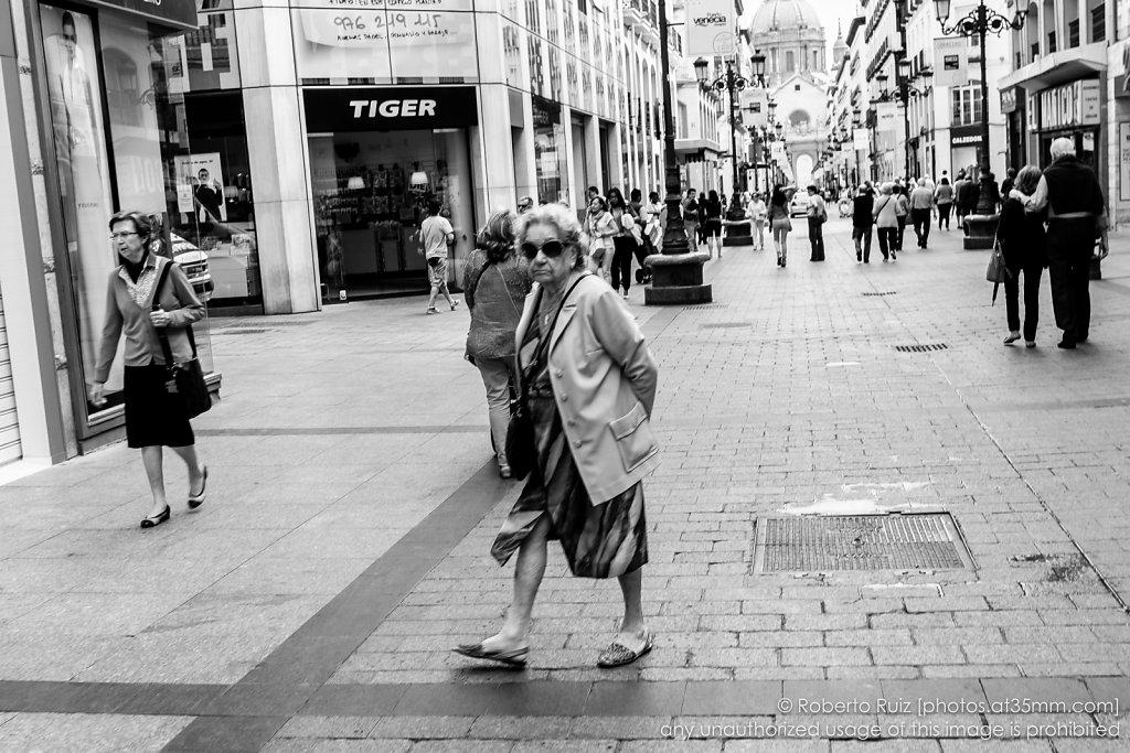 Escenas callejeras, paseando